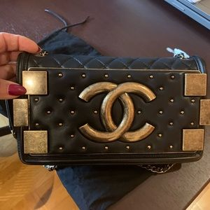 100%authentic chanel gold tone flip crossbody bag
